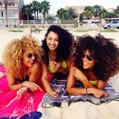 #naturalhair @Alex Jones Alleyne @Kayla Barkett R @Amber Buchanan @Apple Ratana  I want to take a picture like this with yall