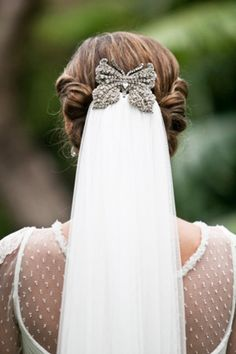 If you're not convinced by a comb, use a stunning hairpiece to cover it on your wedding veil.   Keywords: #weddingveils #weddings #jevel #jevelweddingplanning Follow Us: www.jevelweddingplanning.com www.pinterest.com/jevelwedding/ www.facebook.com/jevelweddingplanning/ https://plus.google.com/u/0/105109573846210973606/ www.twitter.com/jevelwedding/