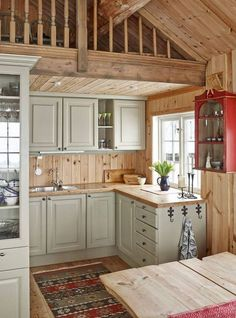 21 rustic vintage off-white cabinets, light-colored wooden countertops and backsplashes for a welcoming feel - DigsDigs Small Cabin Kitchens, Log Home Kitchens, Small Cabin Interiors, Wooden Kitchens, Remodeled Kitchens, Rustic Kitchen, New Kitchen, Knotty Pine Kitchen, Knotty Pine Walls