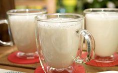 Frothy Hot White Chocolate recipe from Bobby Flay via Food Network White Chocolate Recipes, Hot Chocolate Bars, Vegetarian Chocolate, Chocolate Lovers, Winter Drinks, Holiday Drinks, Holiday Recipes, Holiday Ideas, Giada De Laurentiis