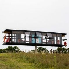 Rotating+and+tilting+ReActor+house+accommodates+two+artists+for+five+days