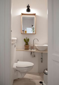 The useful details is right here Small Bathroom Hacks Bathroom Interior Design, Interior, Bathroom Hacks, Bathroom Styling, Decor Interior Design, House Styles, House Interior, Small Bathroom, Bathroom