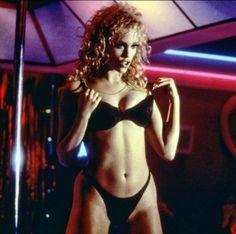 "Elizabeth Berkley en ""Showgirls"", 1995"