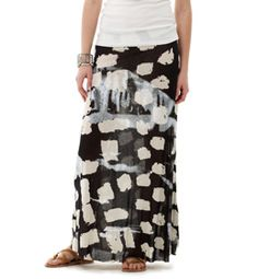 Add a little elegance to everyday thanks to our cobblestone print Maxi skirt