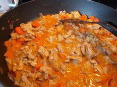 Kanaa punaisessa curry-kookoskastikkeessa