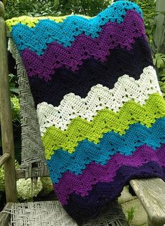 Hi everyone! Today looking through the pages I found for you a blanket pattern. It