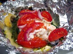 Fish, spinach, tomatoes in foil packet - turned out excellent. Place directly on coals for about 25 minutes. Next time use add more veg. Seafood Recipes, Cooking Recipes, Healthy Recipes, Cooking Tips, Foil Pack Meals, Baked Fish, Fish Dishes, Fish And Seafood, I Love Food