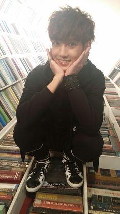[STAFF DIARY] BOYFRIEND's Selca BOX - Youngmin - (3) #보이프렌드 #WITCH