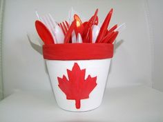 Canada Day flower pot Craft For Kids! Canada Day 150, Canada Day Party, Flower Pot Crafts, Clay Pot Crafts, Maple Leaf Template, Canada Day Crafts, Quebec, Flower Pot People, Terracotta Flower Pots