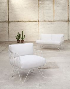 The vintage sofa by Honoré is directly inspired by the . Decoration and contemporary furniture in Paris. Outside Furniture, My Furniture, Furniture Design, Outdoor Furniture, Furniture Storage, Garden Furniture, Vintage Sofa, Cool Chairs, Table And Chairs