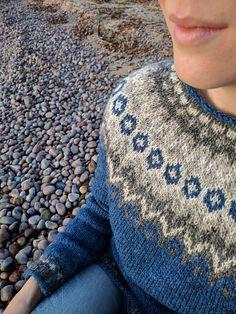 Ravelry: Project Gallery for Riddari pattern by Védís Jónsdóttir Icelandic Sweaters, Wool Sweaters, Nordic Sweater, Men Sweater, Crochet Woman, Knit Crochet, Fair Isle Knitting, Sweater Design, Knit Patterns