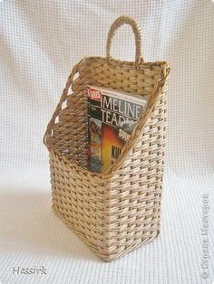 Поделка изделие Плетение Корзина для газет Бумага газетная Трубочки бумажные фото 2