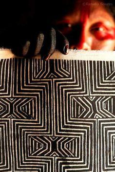 Meoki - Desenho O grafismo Kayapó, uma arte milenar. Pintura em tecido feita com Jenipapo... Esta arte logo vai estar em uma exposição a ser realizada em São Paulo. Um abraço da Tribo! Texto de (Renato Soares)