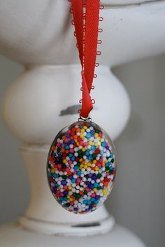 Resin jewelry using sprinkles