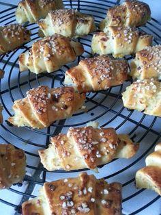 Petits croissants aux pommes http://fabricoletout.blogspot.com