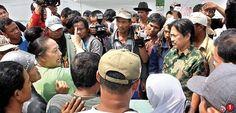 Kondisi tanggul lumpur 'memanas'. Kemarin (16/5), warga korban lumpur terlibat aksi dorong-dorongan dengan polisi. Gara-garanya, warga..