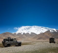 Extreme athlete Mike Horn starts out with his G-Class for the second highest mountain on earth – K2.