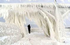 Le phare deSt. Joseph (Michigan) avalé par la glace, le 10 janvier.