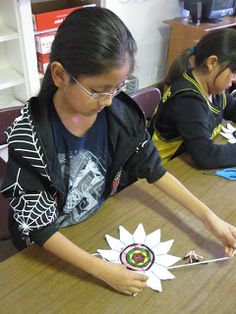 For a fun and fairly easy project that requires few supplies, try weaving paper plates. My students loved it. Third grade was the youngest t. Paper Plate Art, Paper Plates, Weaving Projects, Easy Projects, School Art Projects, Art School, Young T, Camping Crafts, Elementary Art