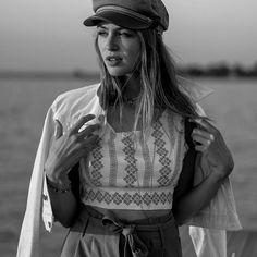J A C K Y Z O E 🖤 (@jackyxzoe) • Instagram-Fotos und -Videos Creative Portraits, Crop Tops, Sunset, Videos, Instagram, Women, Fashion, Sunsets, Moda