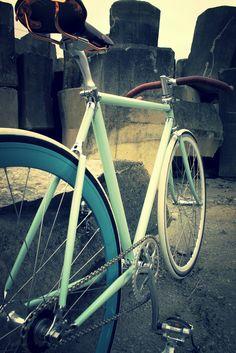 Minty fixie #bike #fixed #mint