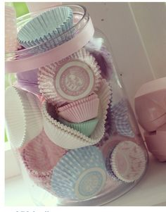 Display cute cupcake wrappers in a clear jar Cupcake Shops, Cupcake Bakery, Cupcake Liners, Cupcake Wrappers, Pinterest Cupcakes, Cute Bakery, Pastel Kitchen, Pastel House, Jar Storage