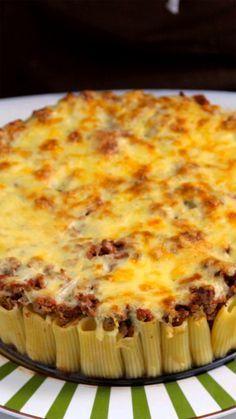Receita fácil e bem diferente de torta de rigatoni à bolonhesa.