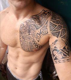Maori Tattoo Am Oberarm Und Brust Für Männer Tattoos Tattoo