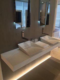 Porcelanosa natuursteen wastafel Bathroom Cost, Bathroom Faucets, Bathroom Interior, Modern Bathroom, Sinks, Sink Design, Cabinet Design, Glass Bowl Sink, Washbasin Design