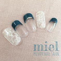 【繊細で上品な指先♡】次のネイルは『レース柄』で周りと差をつけちゃいましょ♡   GIRLY Green Nails, White Nails, Bridal Nails, Wedding Nails, Japan Nail, Les Nails, Flower Nail Designs, Japanese Nail Art, Manicure E Pedicure
