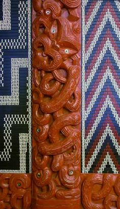 This carving of Tāne, god of the forest, is at Te Herenga Waka marae. Abstract Sculpture, Wood Sculpture, Bronze Sculpture, Maori Words, Maori Patterns, Tiki Lounge, Maori Designs, New Zealand Art, Nz Art