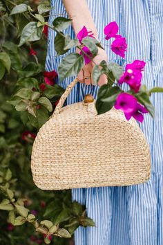 My summer uniform truly consists of a closet full of blue and white! So, I'm sharing my favorite summertime blue and white in Laguna Beach California look. Sisal, Traditional Taste, Trend Sport, Flower Bag, Basket Bag, Brown Bags, Summer Bags, Knitted Bags, Laguna Beach