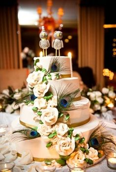 Peacock wedding cake (gorgeous minus the birds on top)