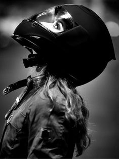Shared by Bia Find images and videos about girl and helmet on We Heart It - the app to get lost in what you love. Lady Biker, Biker Girl, Biker Photoshoot, Gp Moto, Shotting Photo, Cafe Racer Girl, Motorbike Girl, Motorcycle Girls, Motorcycle Photography
