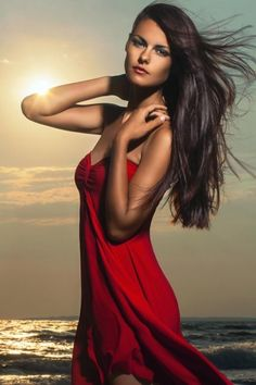 Lady in red. http://plusnotes.pl/view/czy-to-moze-slynna-lady-in-red/janusz/2570/