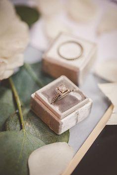 Intimate New Orleans Wedding Inspiration #nola #neworleanswedding