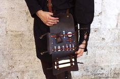 Kit for live action role-playing game ( LARP ) or historical commemoration. Customizable in colors and interiors. Entirely handmade with first