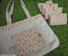 I made these bags to take to the supermarket that double becomes a very cute wallet! And it fits inside the bag, in the glove compartment of the car, . Crafts For Boys, Diy Arts And Crafts, Crochet Shoulder Bags, Denim Tote Bags, Cute Wallets, Pouch Pattern, Fabric Bags, Market Bag, Fabric Crafts