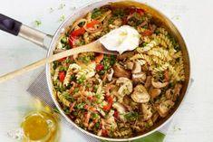 campingfood/ Wokpasta met spek en paddenstoelen