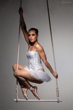 Elena Marina, Trapeze
