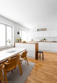 Kitchen, photo Mikko Ala-Peijari / Kauniit Kodit Kitchen Interior, Kitchen Decor, Kitchen Ideas, Kitchen 2016, Alvar Aalto, Light And Space, Scandinavian Kitchen, Interior Architecture, Interior Decorating