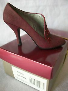 NEW IN BOX, PASTICHE, JUST THE RIGHT SHOE, BY RAINE
