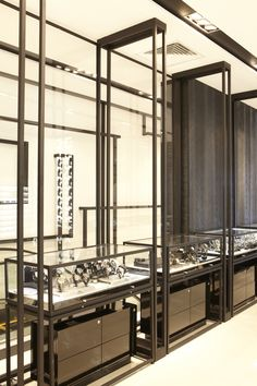 BLACKENED STEEL SQUARE SECTION AND GLASS DISPLAY Liverpool Playa del Carmen, Mexico –Duty Free. 2011