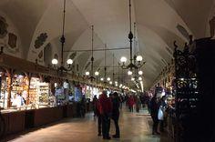 Sehenswürdigkeiten Krakau Martplatz Tuchhalle Shops