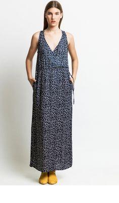 שמלת מקסי עם מעטפת בחלקה העליון