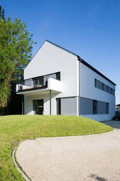 Unseren schönsten Häusern der Woche können sich wahrlich sehen lassen und haben uns alle auf ihre ganz eigene Weise überzeugt. Traditionell und modern, Holz und Glas – alles ist dabei.