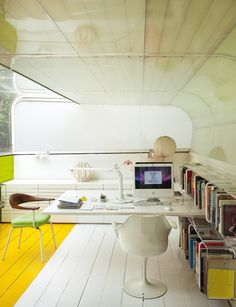 ISOLATED Silicon House of Selgascano The study of architects, half buried in the plot, with covered fiberglass and Plexiglas.