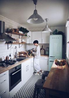 58 Creative Small Kitchen Design And Organization Ideas Home Interior, Interior Design Kitchen, Home Design, Design Ideas, Galley Kitchen Design, Small Galley Kitchens, Kitchen Layout, Kitchen Designs, Interior Decorating