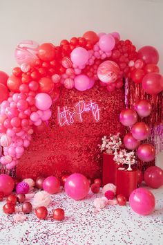 Red, Pink and Chic Valentine's Day Party Inspiration - Perfete 21st Bday Ideas, Pink Party Decorations, Birthday Balloon Decorations, Valentines Day Decorations, Red Birthday Party, Valentines Day Party, 21 Birthday Themes, Party Mottos, Pink Parties