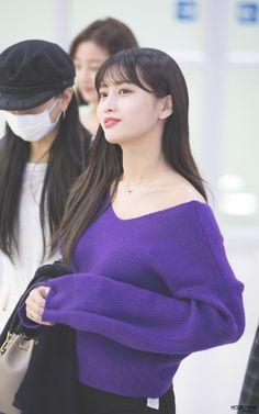 Twice - Momo Kpop Girl Groups, Korean Girl Groups, Kpop Girls, Extended Play, Nayeon, Kpop Fashion Outfits, Girl Fashion, Rapper, Sana Momo